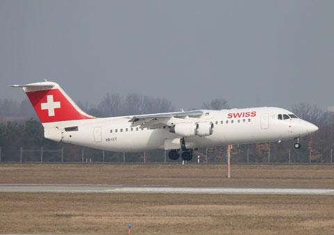 "BAe Avro RJ100 "" HB-IXT "" Swiss -1"