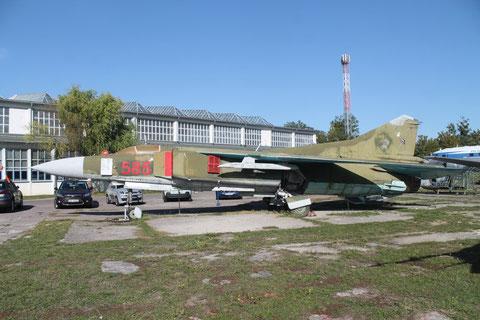 """MiG 23MF """" 585 """" NVA -1"""