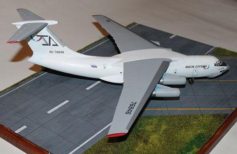 "IL 76TD "" RA-76846 "" Aviacon Zitotrans   Trumpeter  1/144-3"