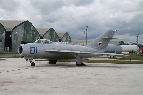 """MiG 17  """" 01 """"  Russian Air Force -1"""
