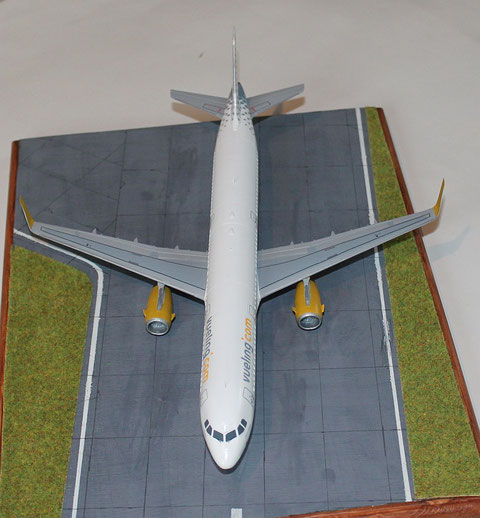 "A 321 "" EC-MHS "" Vueling Airlines   Revell    1 / 144 -4"
