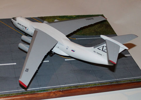 "IL 76TD "" RA-76846 "" Aviacon Zitotrans   Trumpeter  1/144-5"