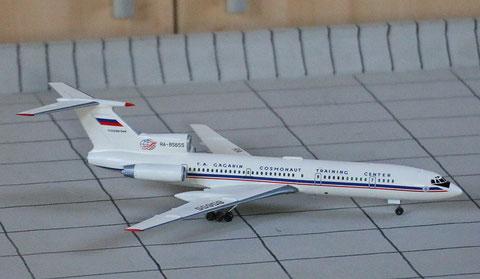 """TU 154M """" RA-85655 """"  ROSKOSMOS   Zvesda 1/144-1"""