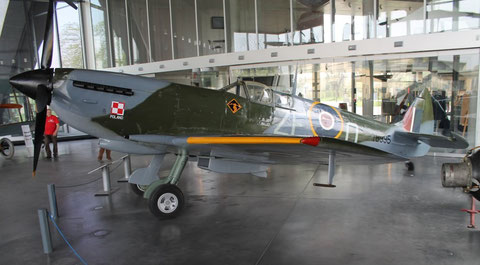 Spitfire TB995-3