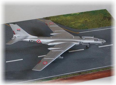 TU 16R    90. ODRAE  der Marineflieger /UdSSR    Trumpeter  1/144