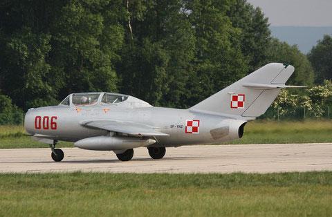 """MiG15 UTI SBLim-2 """" 006 """" ( SP-YNZ) Polish Air Force -4"""