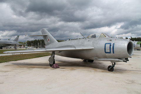 """MiG 17  """" 01 """"  Russian Air Force -2"""