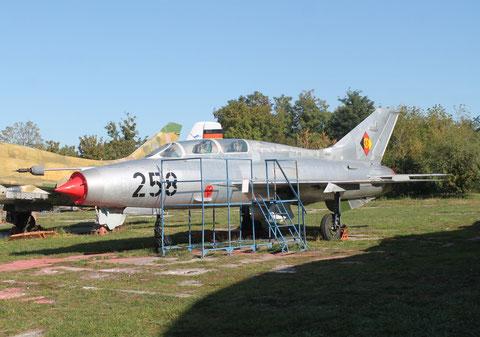 """MiG 21U-400 """" 258 """" NVA -1"""