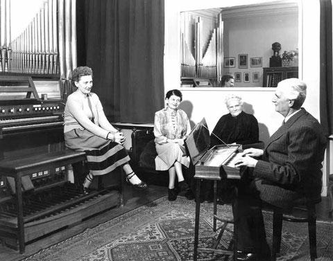 Chez André Marchal, avec sa fille Jacqueline, son épouse Suzanne, professeur à l'I.N.J.A  et sa belle-mère.