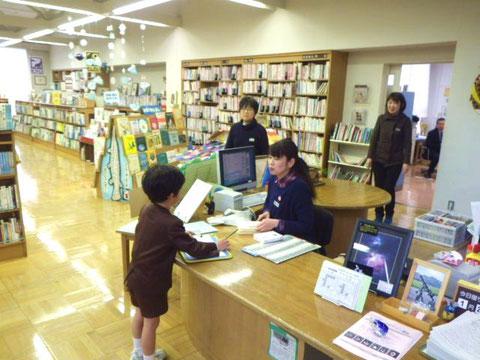 【写真8】図書館の先生「和だこだよ」