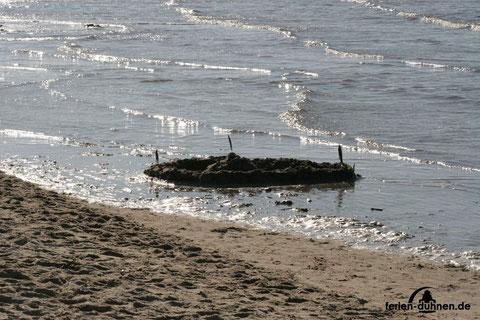 Sandburgen bauen mögen Kinder gerne am Strand von Cuxhaven