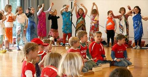 Über vier Kontinente führte die musikalische Reise der Kinder.