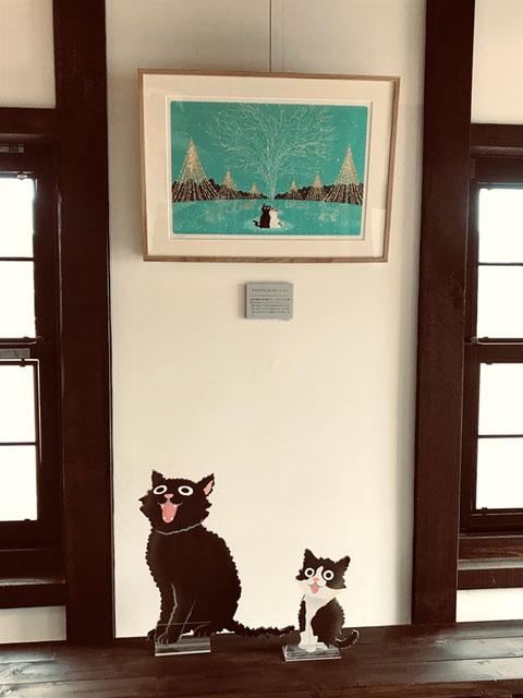 同じく参道の右側A2の額と切り抜きの猫たち。