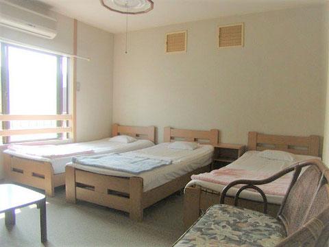 洋室3人部屋 (ベッド)