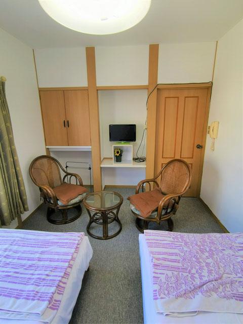 洋室二人部屋のくつろぐ場所