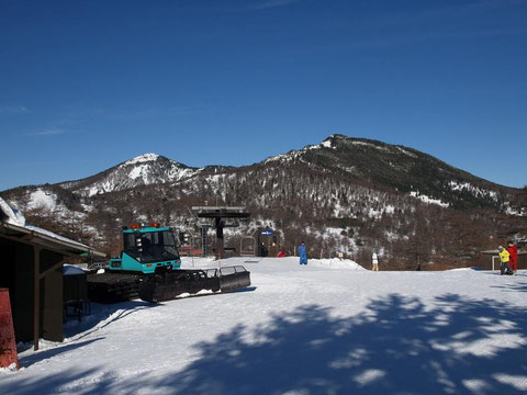 右:水ノ塔山 左:東篭ノ登山