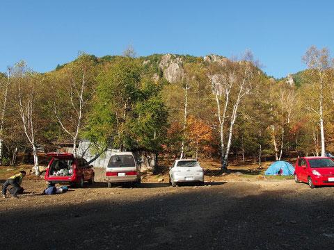 早朝の駐車場