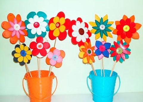 adorno con flores de foami