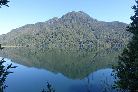 Reflet montagne dans un lac