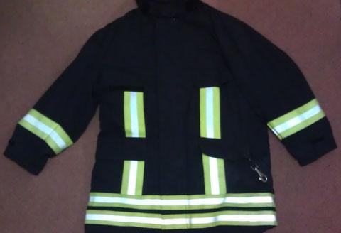 """Die """"Überjacke"""" wird bei allen Brandeinsätzen, sowie in der Kalten Jahreszeit verwendet."""
