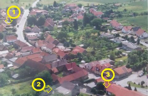 Blick über den Ort mit Lage der einzelnen Gebäude.