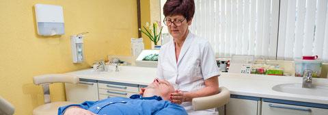 Reiki beruhigt und macht unsere Patienten angstfrei. So vermeiden wir eine belastende Narkose auf natürliche Weise.