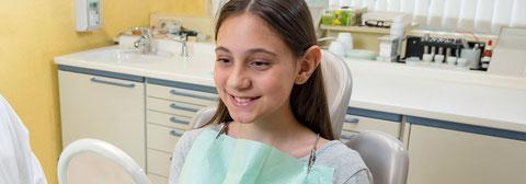 Bei jung und alt ist regelmäßige Zahnhygiene die beste Vorbeugung gegen Bohren und andere unliebsame Behandlungen beim Zahnarzt.
