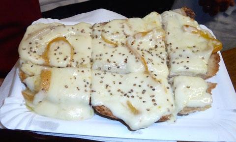 Raclette auf Buurebrot -unsere Spezialität!