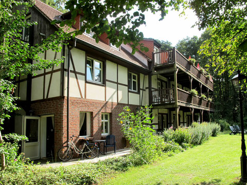 Gästehaus mit Einzel- und Doppelzimmern, teilweise mit Balkongalerie