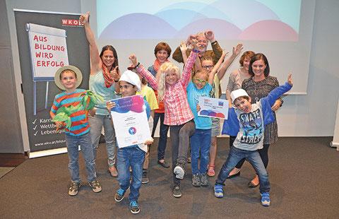 Jubelstimmung herrschte bei den Kindern der VS Feldkirch-Altenstadt, nachdem ihnen der erste Preis überreicht wurde.