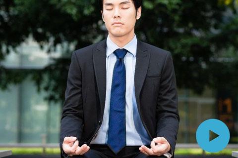 マインドフルネス・トレーニングを習慣にすることで生産性とチームワークの向上が図れます。