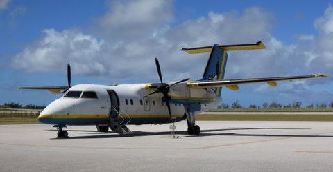 那覇空港と南大東島を結ぶプロペラ機(南大東島空港にて撮影)COOLPIX P300(上下トリミング)