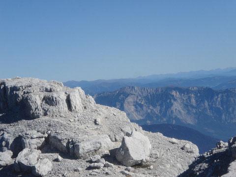Blick vom Gipfel des Wischbergs 2.666m zum Dobratsch 2.167m