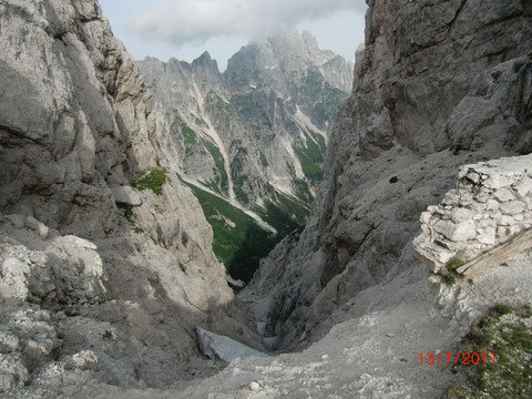 Blick durch die Mosesscharte hinunter zur Spragne und hinüber zum Montasch
