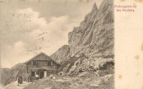 Die vom Villacher Alpenverein 1902 erbaute Findenegghütte auf dem Wischberg 1910 - das Holz wurde im 1. Weltkrieg zum Stellungsbau verwendet - nach dem Krieg fiel sie an Italien und wurde 1925 als die bis heute bestehende Corsi-Hütte neu aufgebaut