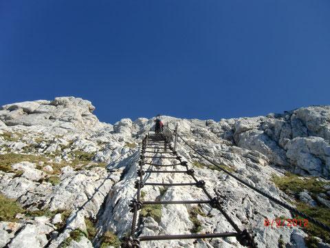 Über die im 1. Weltkrieg (der Montasch lag direkt an der Front) erbaute legendäre 60m lange Leiter Scala Pipan