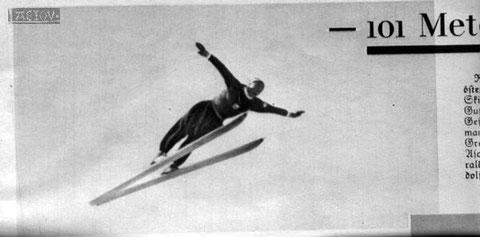 """Der 18jährige Sepp """"Bubi"""" Pradl am 15.03.1936 in Planica bei seinem Flug in die Geschichtsbücher - der erste Sprung mit Skiern über 100m!"""