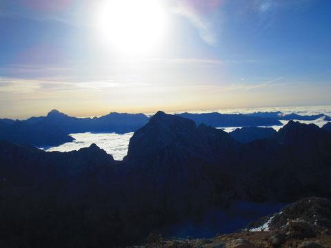 Der ewige Nachbar des Mangart, der Jalovec mit seinem unverkennbaren Gipfelbaufbau