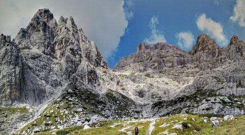 Links die Kastreinspitzen - Rechts der Wischberg - getrennt durch die legendäre Mosesscharte