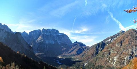 Blick vom Luschari-Sattel über die Seisera zum mächtigen Montasch