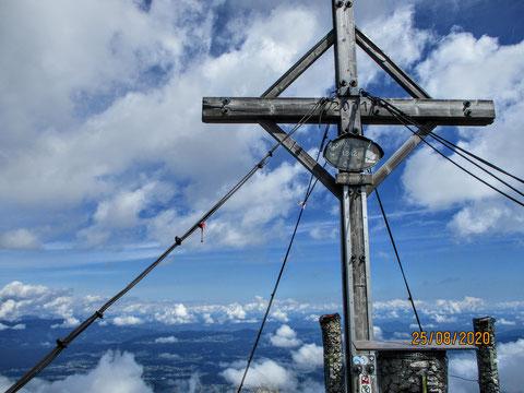 Das Gipfelkreuz am Schwarzkogel (Črni vrh) auf 1.842m.