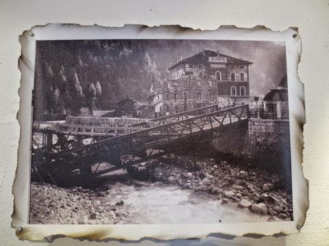 Die gesprengte Grenzbrücke in Pontebba-Pontafel zwischen Österreich und Italien