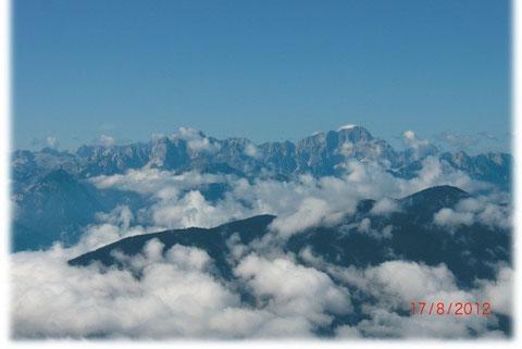 Blick vom Dobratsch auf die Nordfront der Julischen Alpen zur Wischberg- und Montaschgruppe