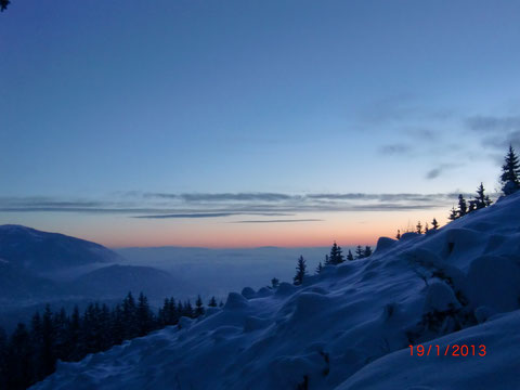 Sonnenaufgang über dem Villach im Nebelmeer