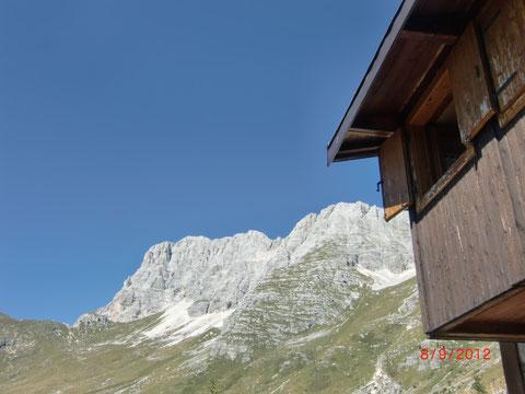 Blick von der Brazza-Hütte auf den Montasch
