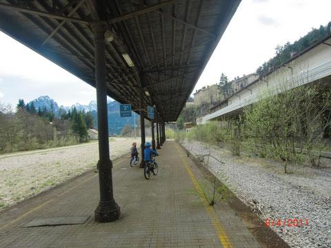 An diesem Bahnsteig sind einst Kaiser Franz Joseph und Kaiser Karl ausgestiegen