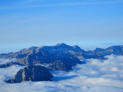 Der gewaltige Karststock des Kanin (Monte Canin) mit seinen Gletscherresten