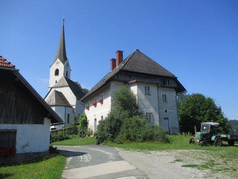 Kirche und Pfarrhaus St. Michael am Zollfeld