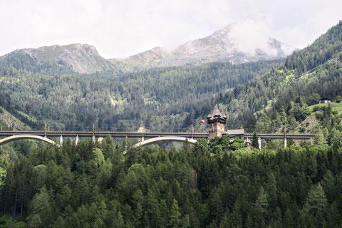 Möllradweg, Drauradweg, Burg Falkenstein, Eisenbahnbrücke