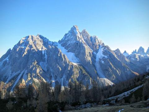 Wanderung zum Haunoldköpfl (Piccola Rocca dei Baranci) 2.160 m -  Aussichtsbalkon auf die berühmten Dolomitenriesen Dreischusterspitze 3145 m (Bild) und Drei Zinnen 01.11.2015